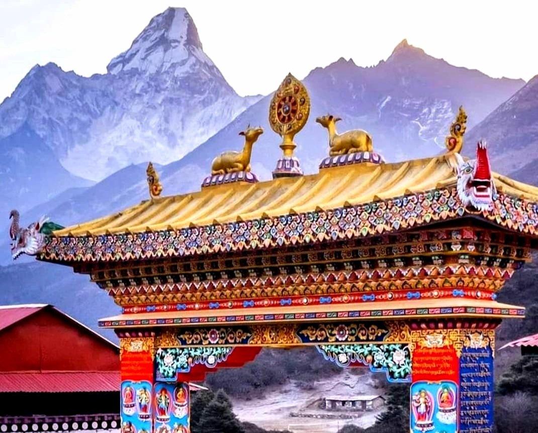 Kloster Tengboche mit Blick auf Ama Dablam