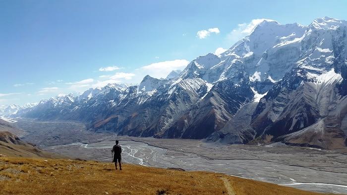 Der Trek zwischen Sommerweiden und Tian Shan Gebirge