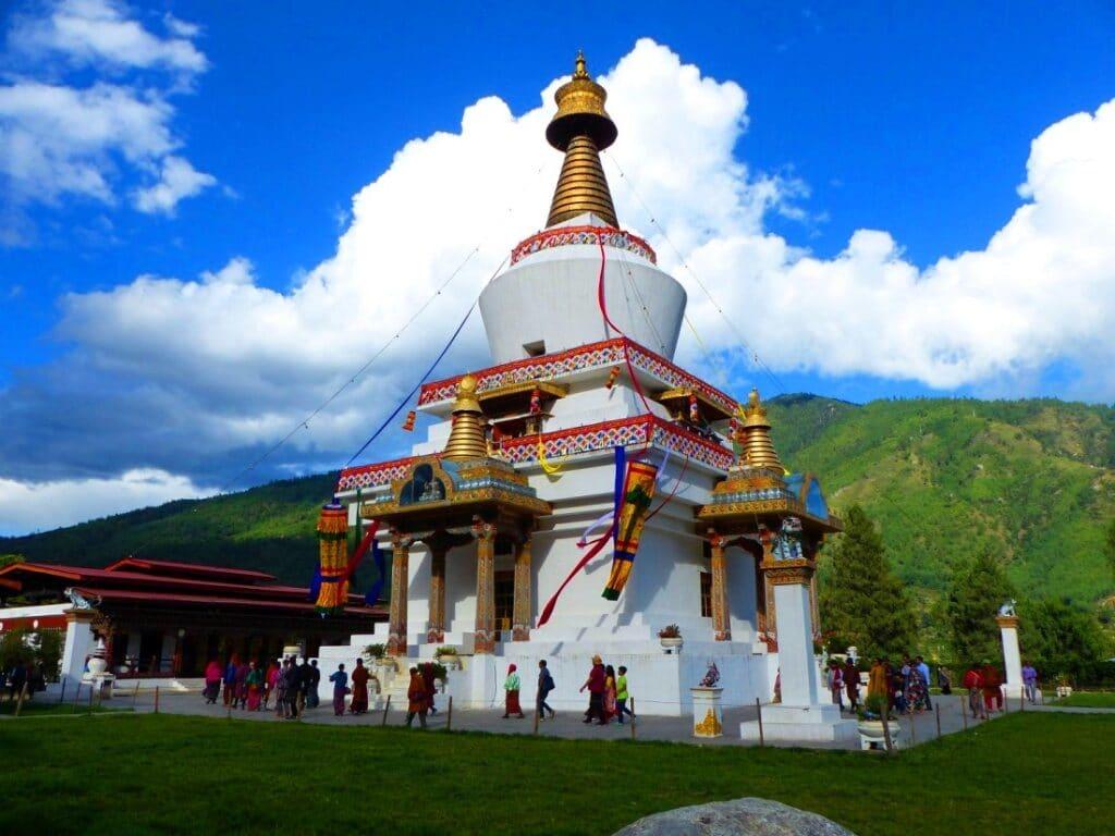 Buddhistische Stupa während der Bhtan Reise in Paro