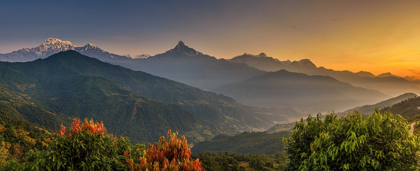 Gebirge in der Annapurna Region am Sonnenuntergang
